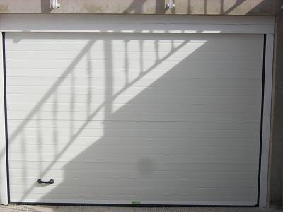 Puertas seccional blanca