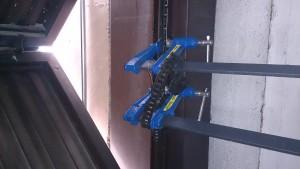 Realizando el mantenimiento por Guadamatic de una puerta de garaje